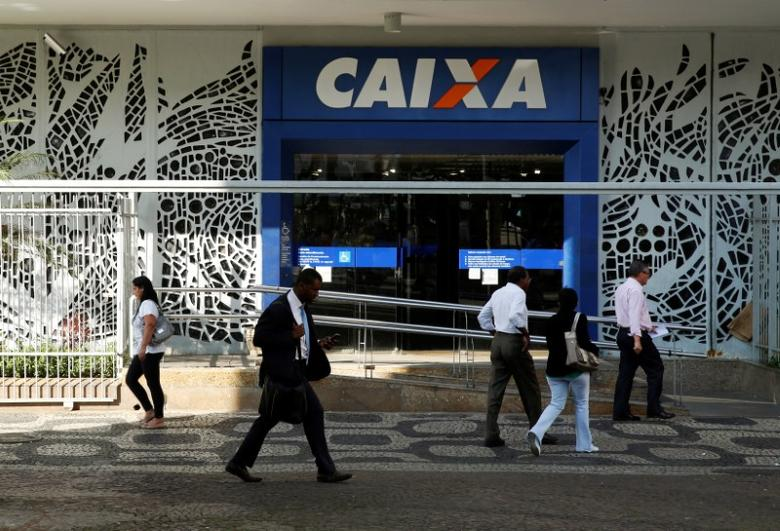 FILE PHOTO: People walk past a Caixa Economica Federal bank in downtown Rio de Janeiro August 20, 2014. REUTERS/Pilar Olivares/File Photo