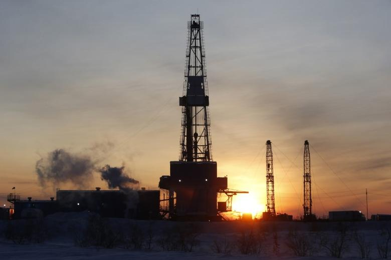 FILE PHOTO: A general view shows an drilling rig at the Lukoil company owned Imilorskoye oil field, as the sun rises, outside the West Siberian city of Kogalym, Russia, January 25, 2016. REUTERS/Sergei Karpukhin