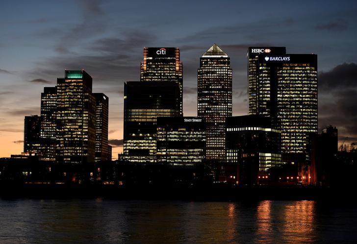 资料图片:2014年11月,伦敦,黄昏时分的金丝雀金融区。REUTERS/Toby Melville