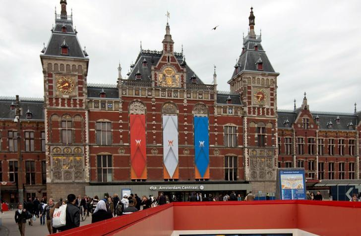 FILE PHOTO -Central Station in Amsterdam, the Netherlands is seen in this April 24, 2013 file photo.  REUTERS/Cris Toala Olivares/Files