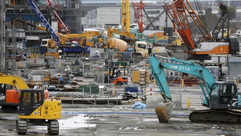 People work at a construction site in Tokyo, September 9, 2015. REUTERS/Toru Hanai
