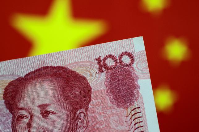 6月12日、中国の国家開発銀行は、ムーディーズによる中国の信用格付け引き下げが中国企業の海外での資金調達に及ぼす影響は限定的だとの見方を示した。5月撮影(2017年 ロイター/Thomas White)