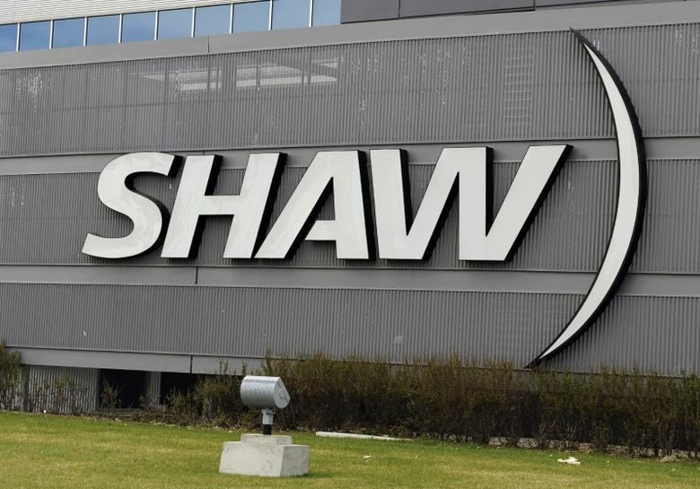 The Shaw Communications sign is seen on their office building in Calgary, Alberta May 3, 2010. Shaw Communications Inc said on Monday it agreed to buy the television operations of Canwest Global Communications for C$1.2 billion ($1.18 billion), adding cable channels such as Food Network Canada to its stable of media holdings.  REUTERS/Todd Korol  (CANADA - Tags: MEDIA BUSINESS) - RTR2DF9H