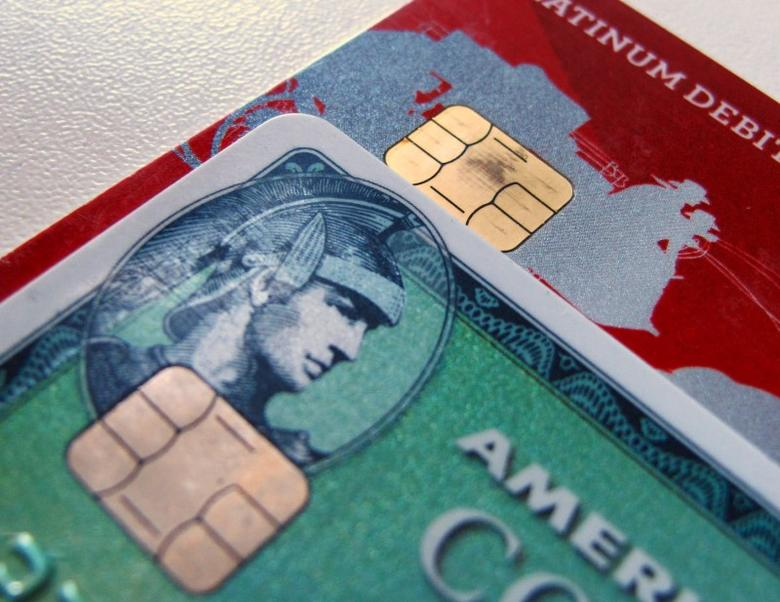Computer chips are seen on newly-issued credit cards in this photo illustration taken in Encinitas, California September 28, 2015.  REUTERS/Mike Blake