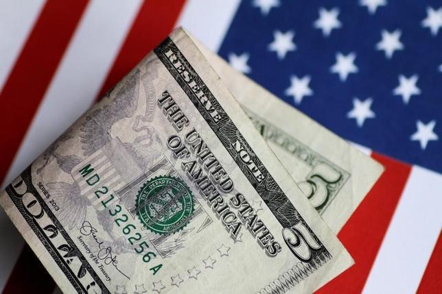 6月14日、午後3時のドル/円は、前日ニューヨーク市場午後5時時点とほぼ同水準の110円付近だった。海外時間に米連邦公開市場委員会(FOMC)の結果発表と米連邦準備理事会(FRB)議長会見を控え、様子見ムードが強まっている。写真は1日撮影(2017年 ロイター/Thomas White)
