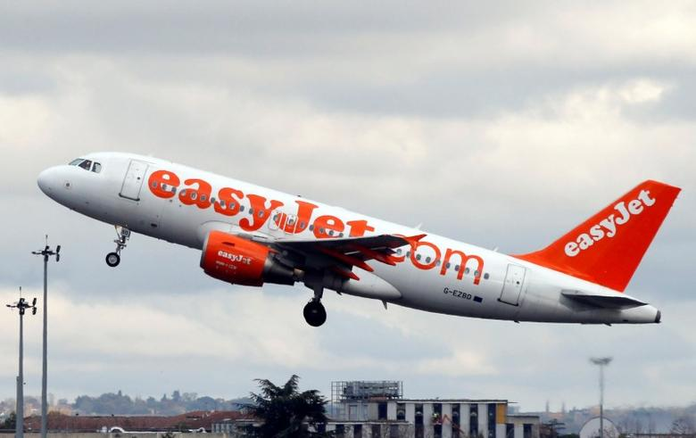 An EasyJet passenger aircraft makes its final approach for landing in Colomiers near Toulouse, Southwestern France, November 24, 2016.  REUTERS/Regis Duvignau