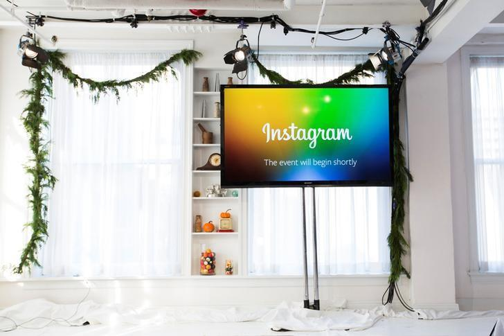FILE PHOTO: A screen displays a ''This event will begin shortly'' message before Instagram Chief Executive Officer and co-founder Kevin Systrom announces the launch of a new service named Instagram Direct in New York December 12, 2013. REUTERS/Lucas Jackson/File Photo