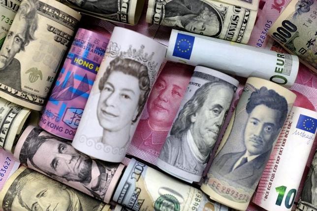 6月15日、終盤のニューヨーク外為市場ではドルが上昇し、主要通貨に対して2週間強ぶりの高値を付けた。2016年1月撮影(2017年 ロイター/Jason Lee)
