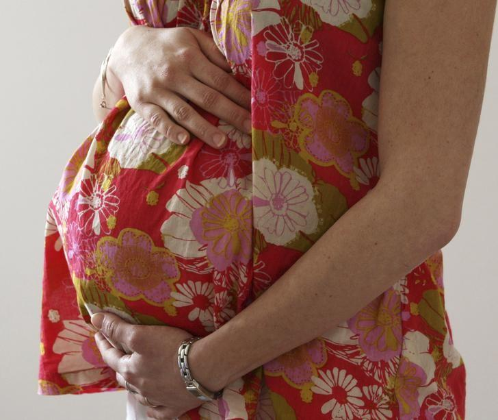 A woman holds her stomach at the last stages of her pregnancy in Bordeaux April 28, 2010.  REUTERS/Regis Duvignau