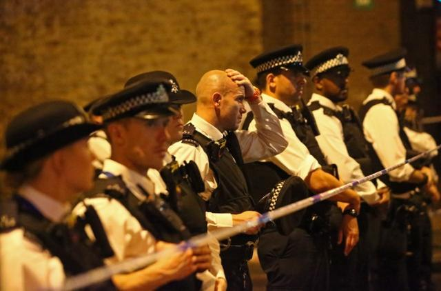 6月19日、複数の目撃者によるとロンドン北部のフィンズベリー・パークで未明、1台のバンがモスクを訪れていた信者たちに突っ込み、数人の負傷者が出ている(2017年 ロイター/Neil Hall)