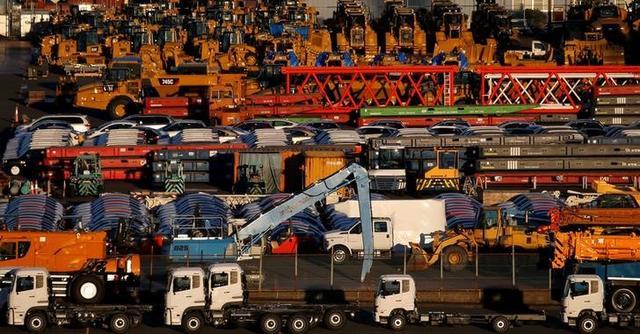 FILE PHOTO: Newly manufactured vehicles await export at a port in Yokohama, Japan, January 16, 2017.  REUTERS/Toru Hanai/File Photo