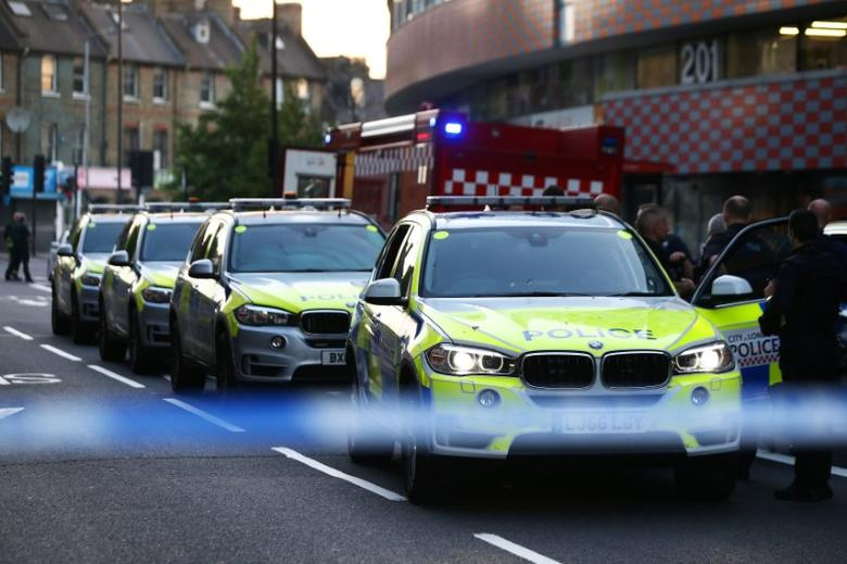 Police officers attend to the scene after a vehicle collided with pedestrians in the Finsbury Park neighborhood of North London, Britain June 19, 2017. REUTERS/Neil Hall