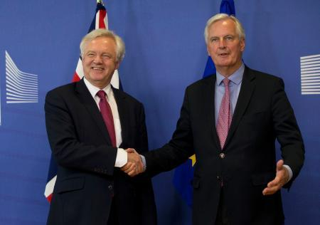 英EU、離脱交渉を開始