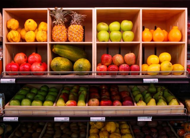 Fresh fruit is displayed  at an outlet of retailer Shoprite Checkers in Cape Town, South Africa, June 15, 2017.Picture taken June 15, 2017. REUTERS/Mike Hutchings