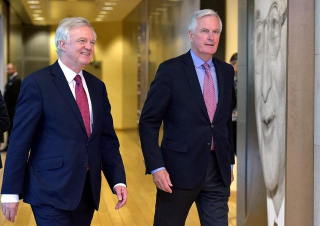 The European Union's chief Brexit negotiator Michael Barnier (R) walks with Britain's Secretary of State for Exiting the European Union David Davis at the European Commission ahead of their first day of talks in Brussels, Belgium, June 19, 2017.    REUTERS/Eric Vidal