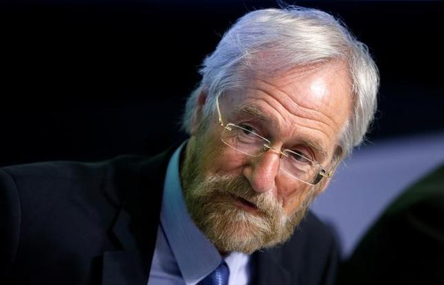 6月22日、欧州中央銀行(ECB)のプラート専務理事は、金融緩和が終了し、金利が上昇しても政府からの苦情は受け付けないと発言、ECBが特定の国を支援することはないと述べた。写真はブリュッセルで5月撮影(2017年 ロイター/Francois Lenoir)