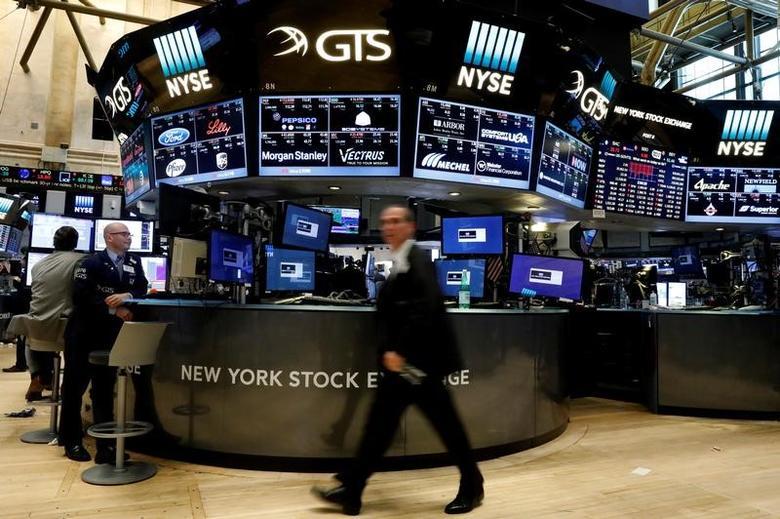 Traders work on the floor of the New York Stock Exchange (NYSE) in New York, U.S., May 3, 2017. REUTERS/Brendan McDermid
