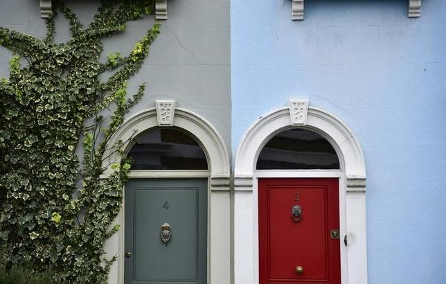 6月28日、英住宅金融会社ネーションワイドが発表した6月の住宅価格は前月比1.1%上昇と4カ月ぶりにプラスに転じた。5月は0.2%低下していた。写真はロンドンで昨年1月撮影(2017年 ロイター/Toby Melville)