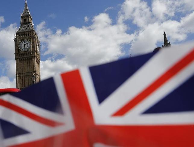 7月4日、英政府はEU離脱手続きの一環として、EU法を英国法に置換する「廃止法案」を来週議会に提出する。写真は英国旗。ロンドンで4月撮影(2017年 ロイター/Stefan Wermuth)