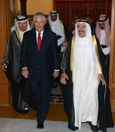 7月10日、ティラーソン米国務長官(写真)はクウェートに到着した。サウジアラビアなどのアラブ4カ国がカタールと断交したことを受け、事態の打開に向けた協議を行う。提供写真(2017年 ロイター /Handout via REUTERS)
