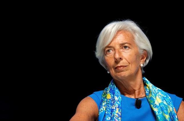 7月11日、国際通貨基金(IMF)のラガルド専務理事はクロアチアで行われた会合で、各中央銀行は、140文字という文字制限を持つツイッターを見習い、金融政策発信でシンプルな説明に努めるよう呼びかけた。写真は先月23日撮影(2017年 ロイター/Eric Gaillard)