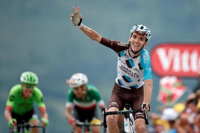 7月13日、自転車ロードレースのツール・ド・フランスは、フランスのポーからペラギュードまでの第12ステージ(214.5キロ)を行い、ロマン・バルデ(フランス)がステージ制覇(2017年 ロイター/Benoit Tessier)