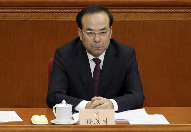 7月16日、中国の習近平国家主席の後継候補の1人とみなされ、重慶市トップを務めていた孫政才・前同市共産党委員会書記(写真)が「重大な規律違反」の疑いで調査を受けていることが分かった。写真は北京で2016年3月撮影(2017年 ロイター/Jason Lee)