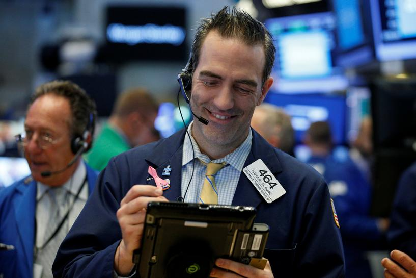Wall Street opens flat in run-up to big earnings
