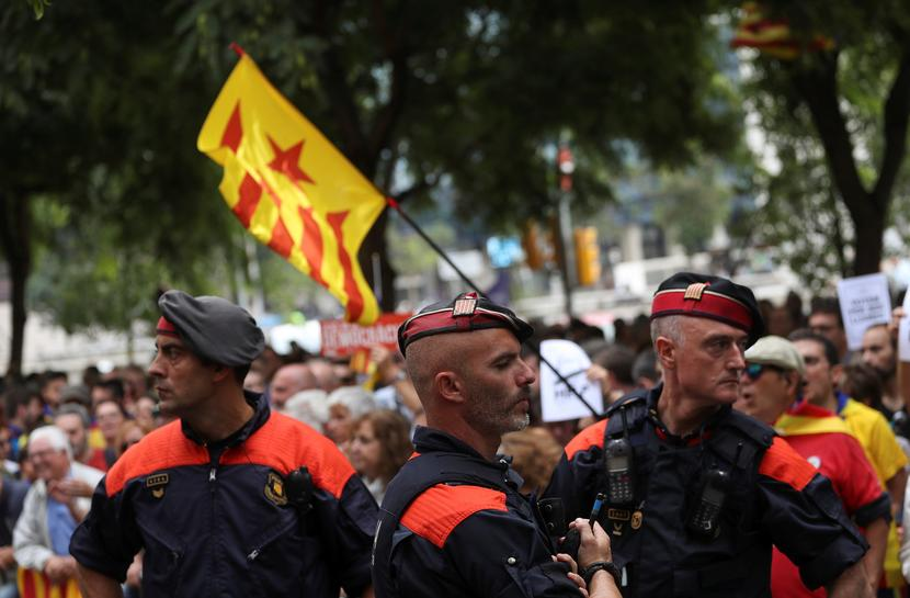 Spain sends more police to Catalonia to block referendum