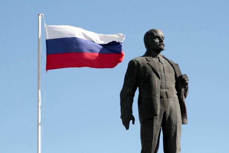 wider image monuments to lenin remain years after russian  the russian state flag flies in front of a monument to soviet state founder vladimir lenin in bakhchysarai crimea 27 2017 pavel rebrov