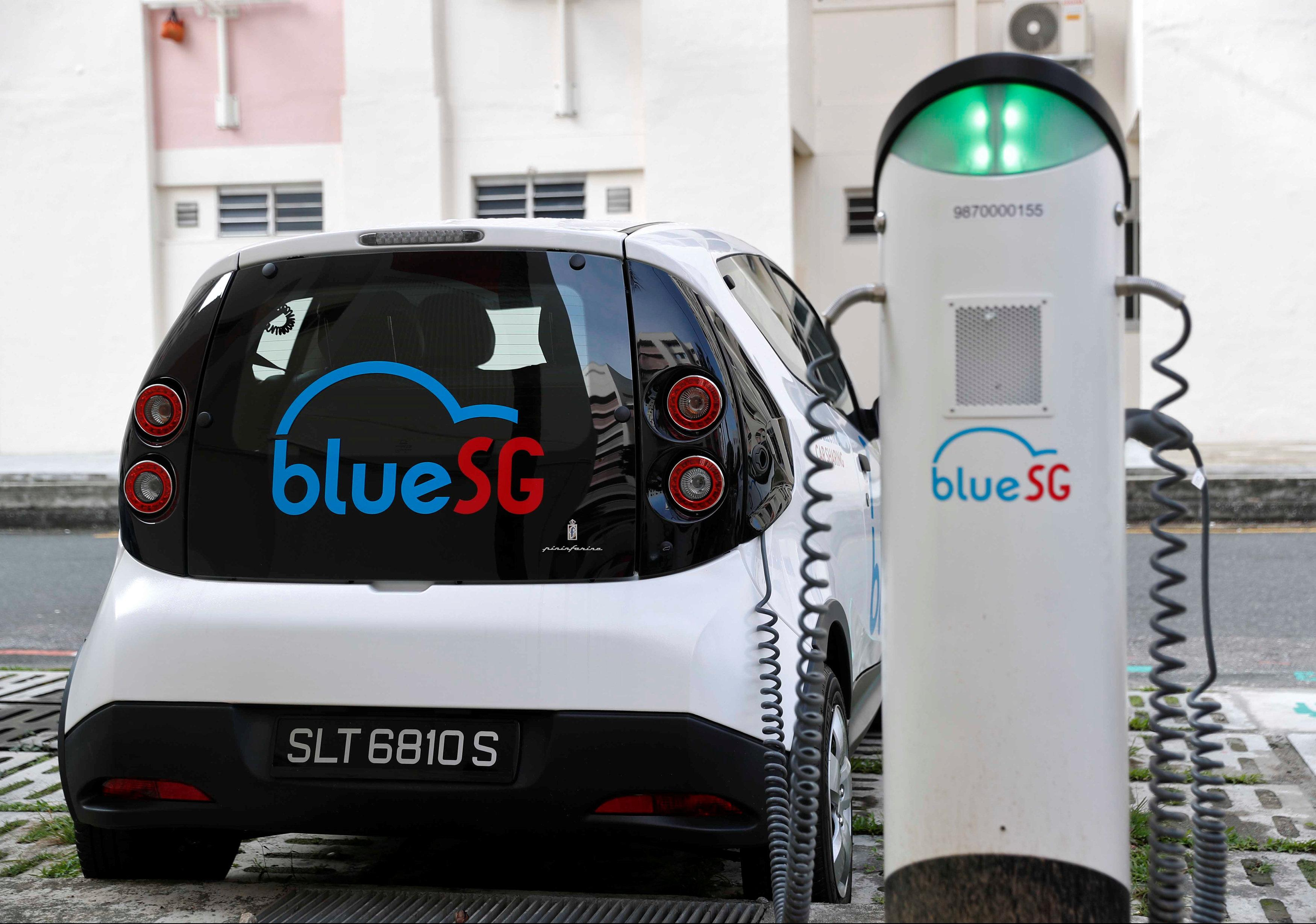 Singapore\'s electric car-sharing program hits the road