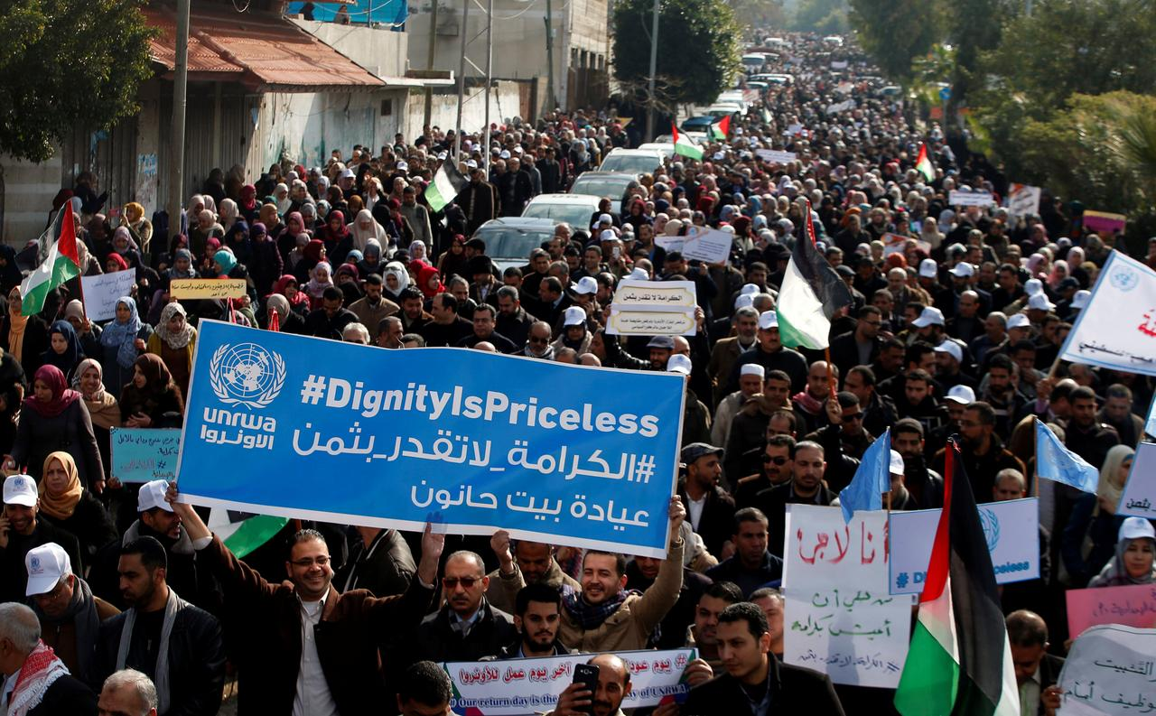 U N  employees in Gaza demonstrate against U S  aid cut