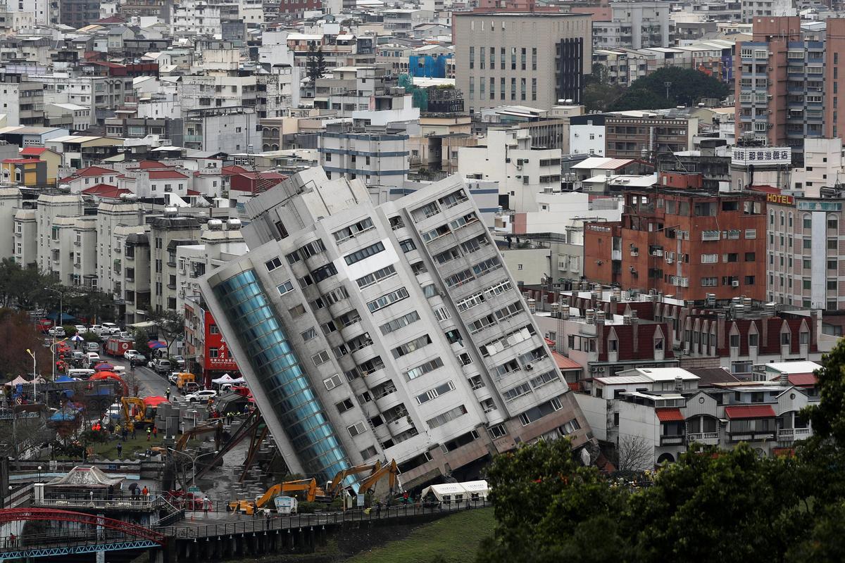 earthquake hit taiwan city still on edge as rescuers hunt survivors
