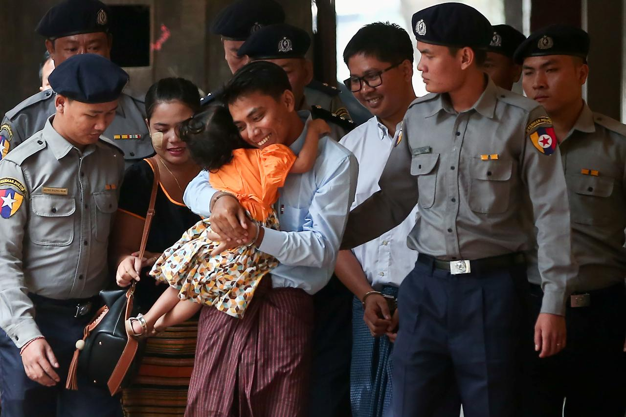 605aa40a8901 Civilian witness contradicts Myanmar police on Reuters reporters  arrest   defense