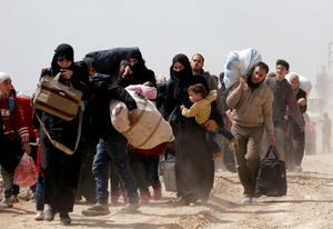 Thousands flee Syria's besieged Ghouta
