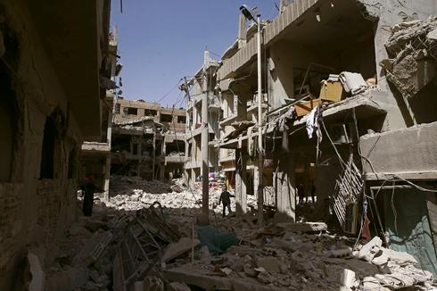 Fleeing rebel-held Douma in Syria