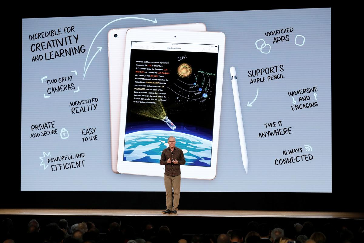 Apple tweaks iPad for students but holds price steady | Reuters