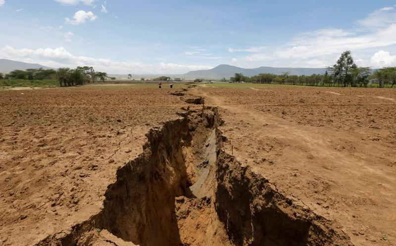 Fault line slices through Kenya's Rift Valley, families flee