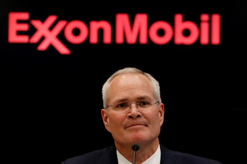 Exxon Mobil boosted CEO pay to $17 5 million for 2017 - Reuters