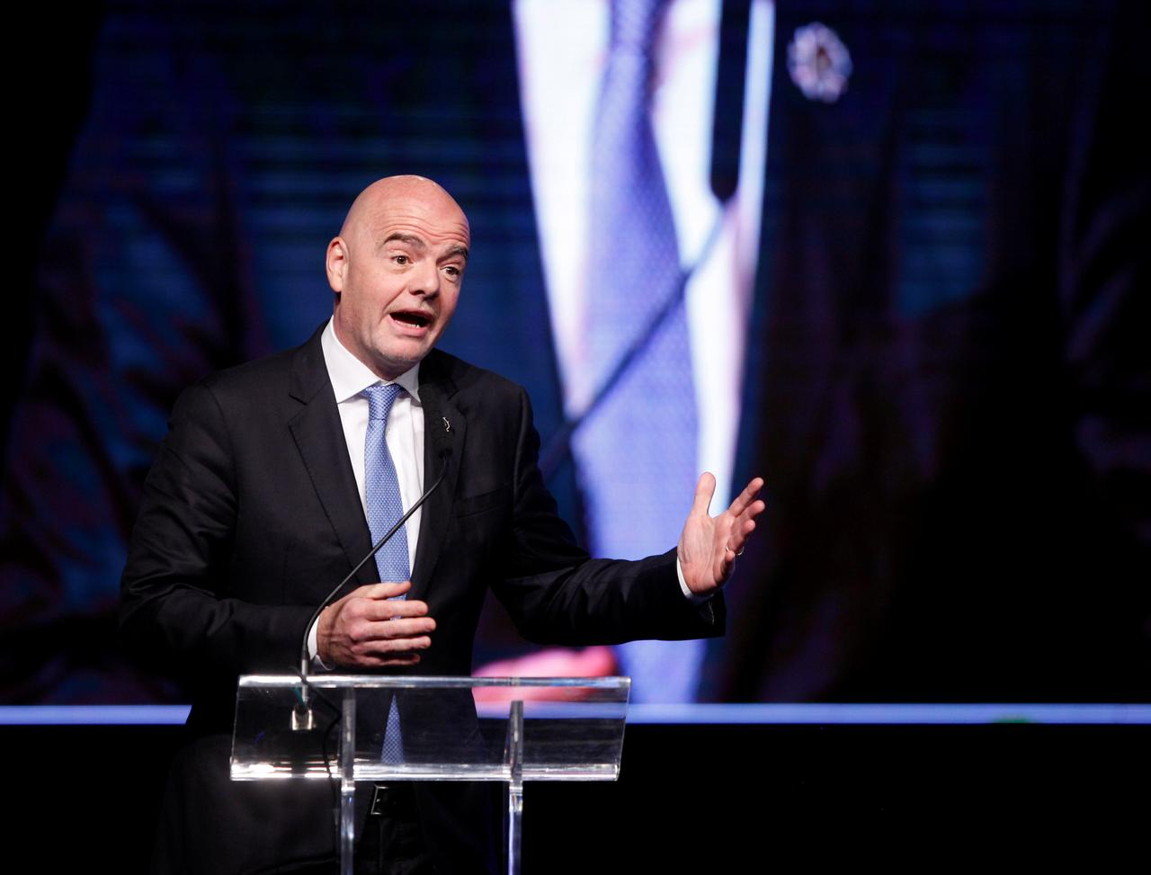 "Résultat de recherche d'images pour ""Soccer: FIFA proposes staging a new mini-World Cup every two years"""
