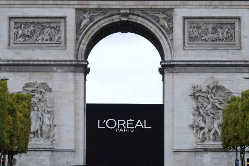 0fee2a930d556 FILE PHOTO  The logo of French cosmetics group L Oreal is seen in front of  the Arc de Triomphe during a public event in Paris
