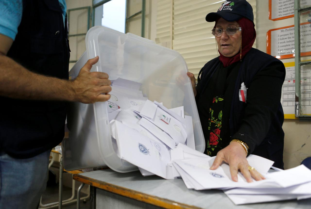 02 Lebanese Vote In First General Election Nine Years