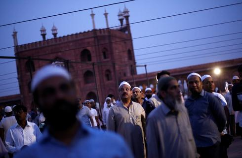 Ramadan: Fasting, feasting begins