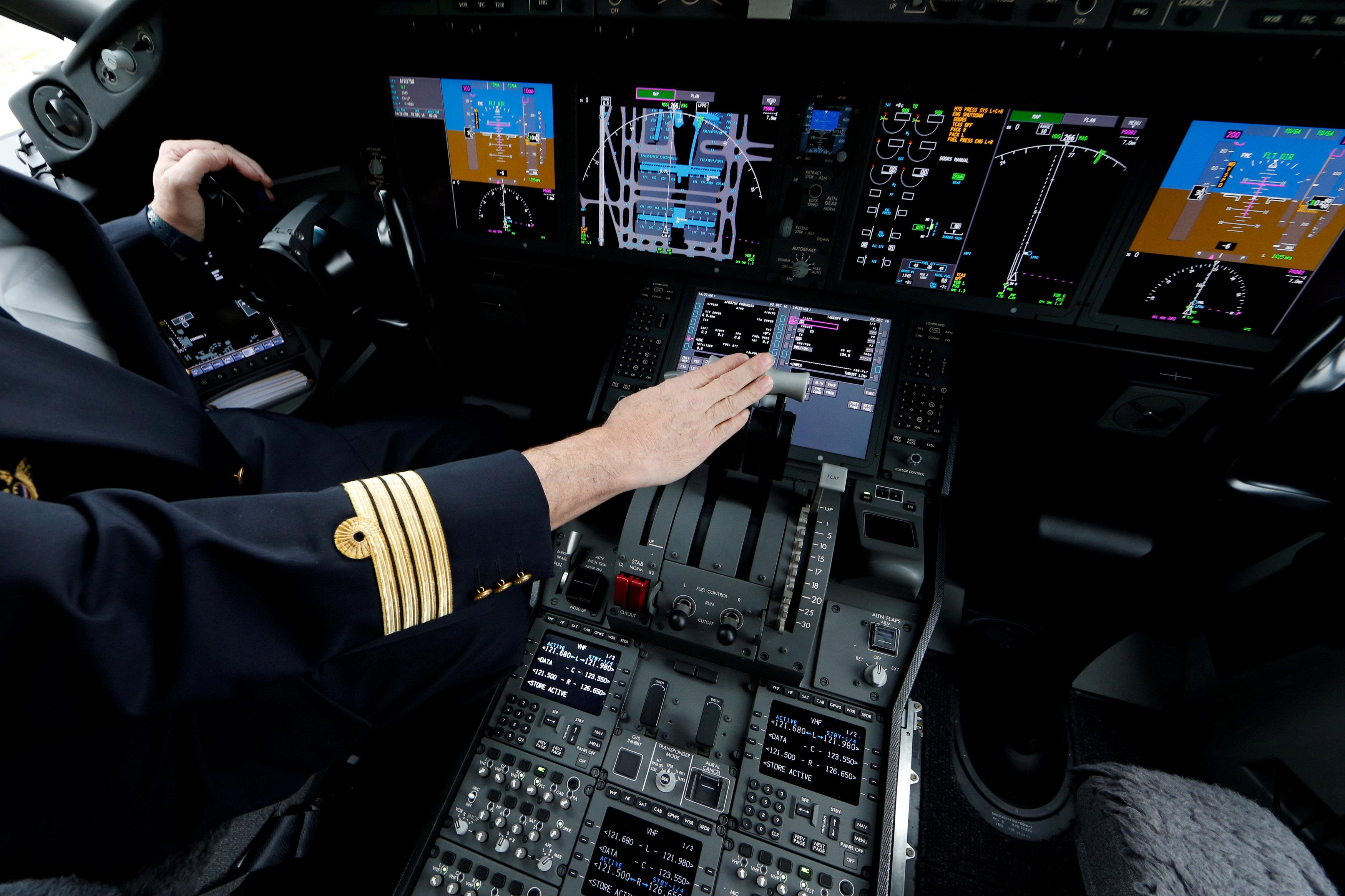 Airlines struggle with global pilot shortage - Reuters