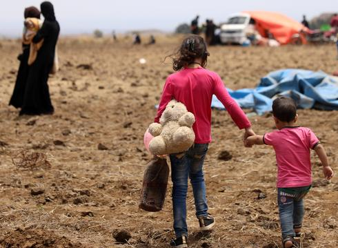 Syrians flee to Israeli-occupied Golan Heights