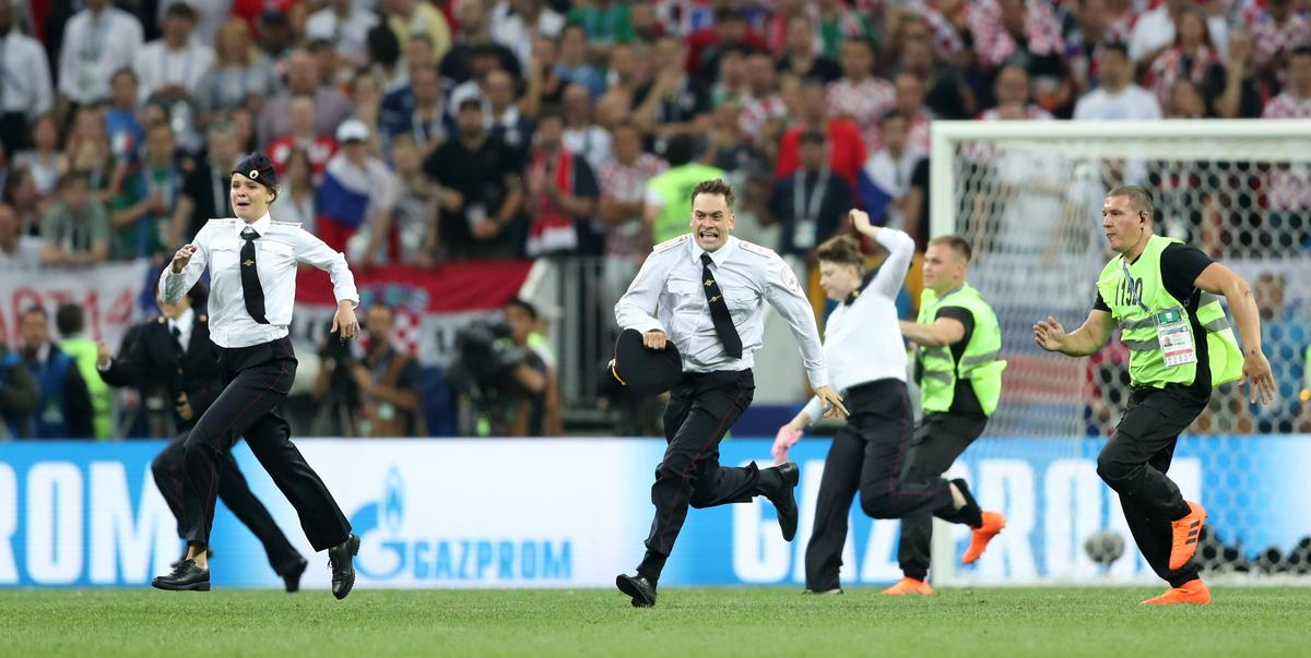 Intruders run on to pitch during World Cup final