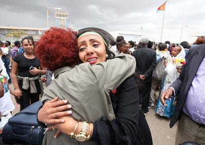 Tearful reunions as Ethiopia-Eritrea flights resume