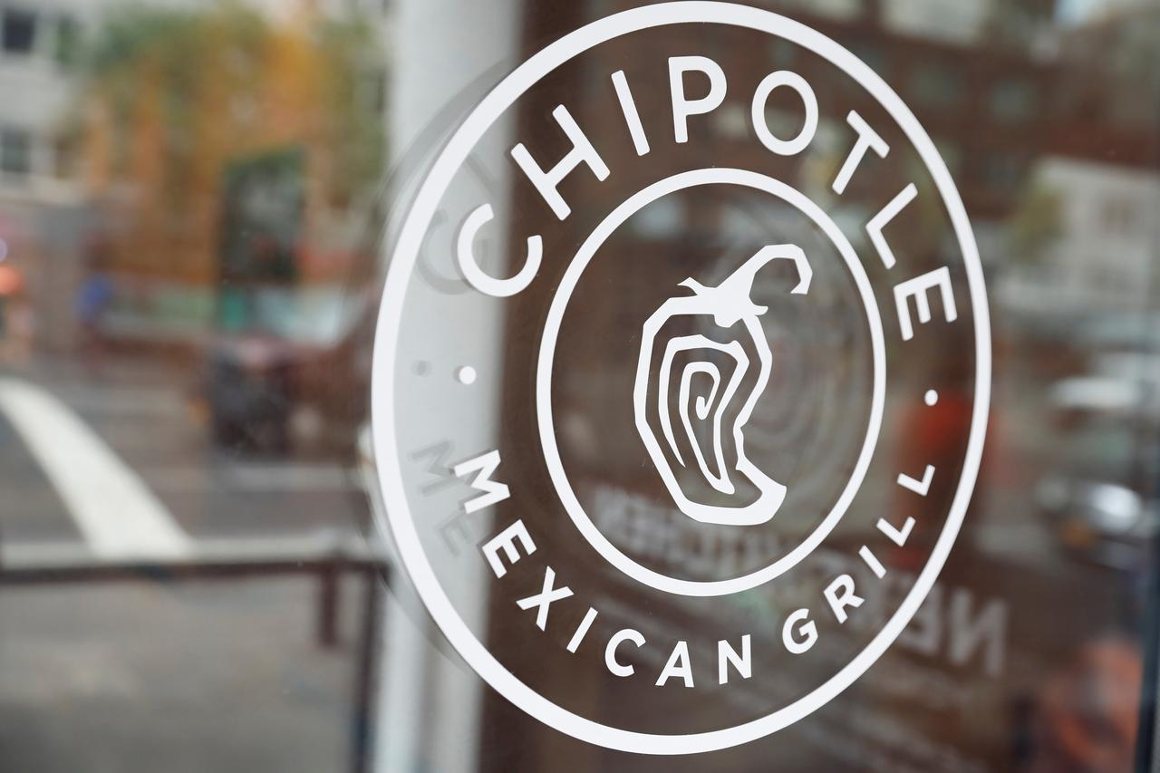 Chipotle Price Hikes Queso Cheese Boost Sales Past Estimates Reuters