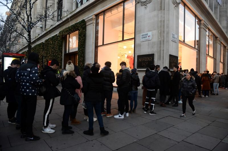 Shoppers queue for the Boxing Day sales at Selfridges in London, Britain December 26, 2017. Mary Turner