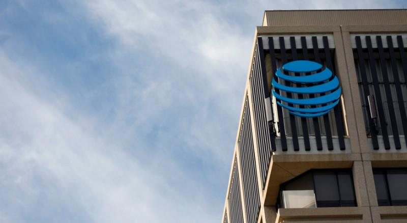 U S  investor sues AT&T for $224 million over loss of